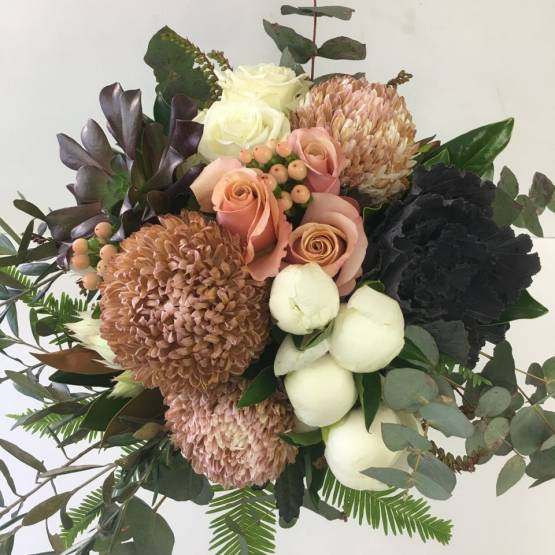 Designer-bouquet-with-dusty-pink-and-tan-tones