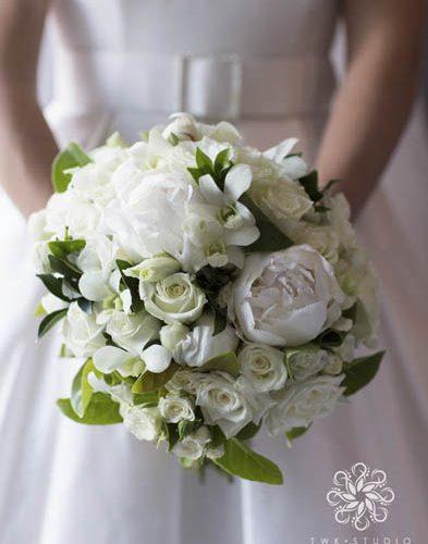 Resonate Designs Classic White wedding Bouquet